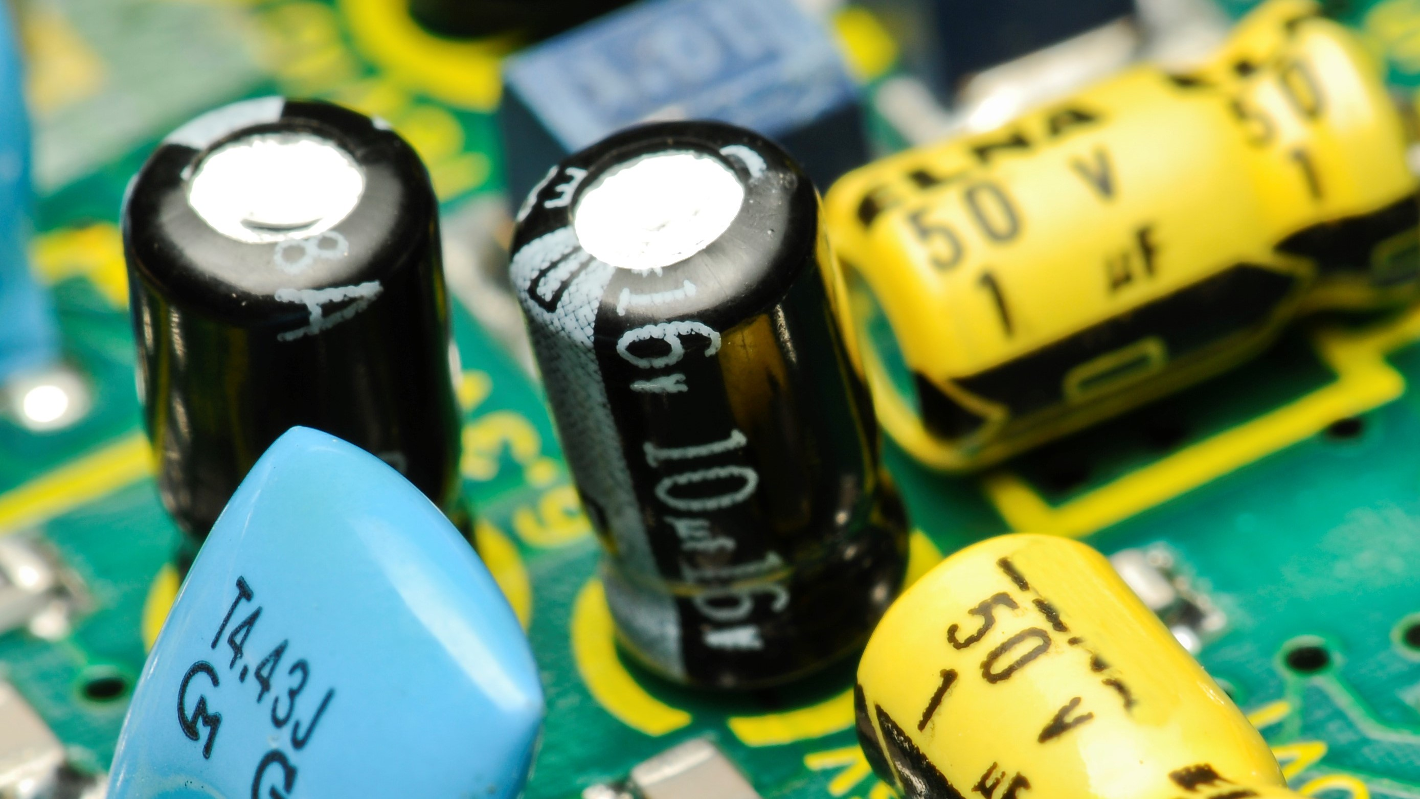 How Can Counterfeit Electronic Parts Be Spotted
